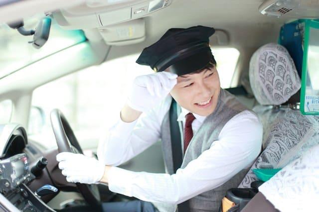 タクシードライバーって稼げるの?